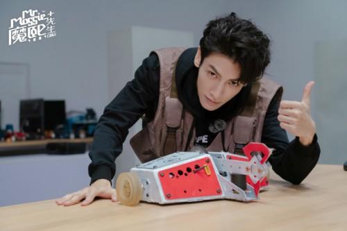 《魔熙先生》第三季收官 罗云熙体验高燃铁甲格斗