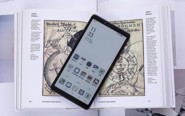 """海信看书手机A7CC版5G彩墨屏""""看书""""很不一样"""