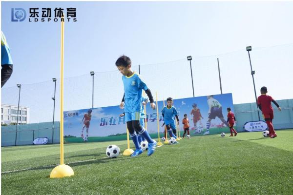 足球培训企业乐动体育签约国米,引发中国足球深思