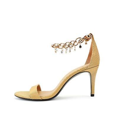 蔡文静脚蹬STELLA LUNA链条细高跟呈现精致时尚大片