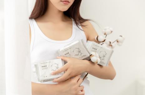 全棉时代X丁香医生首款联名纱布卫生巾,亲肤不拘束 清爽会呼吸