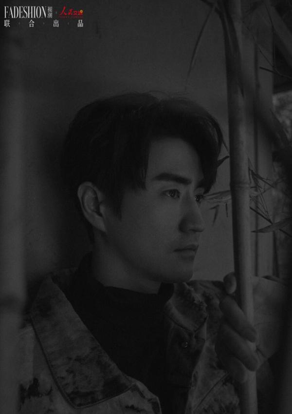 """杨立新杨玏父子大片上线 胶片质感尽显""""戏""""味人生"""
