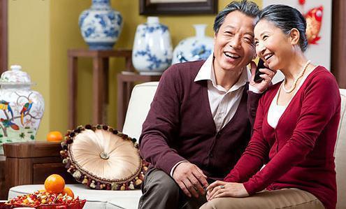"""苏宁小哥""""借身出镜"""",圆梦""""原年人""""27年不间断全家福"""