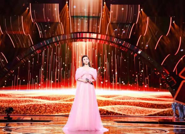 2021东方卫视春晚节目提前爆,伊丽媛压轴独唱《百年再启航》