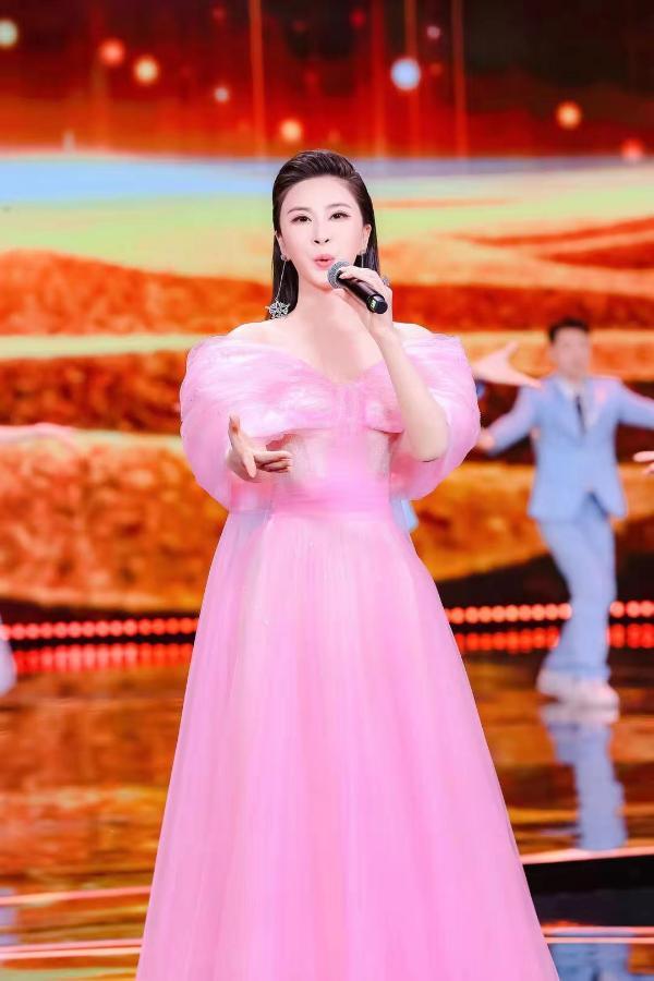 2021东方卫视春晚节目提前爆料 伊丽媛压轴独唱《百年再启航》