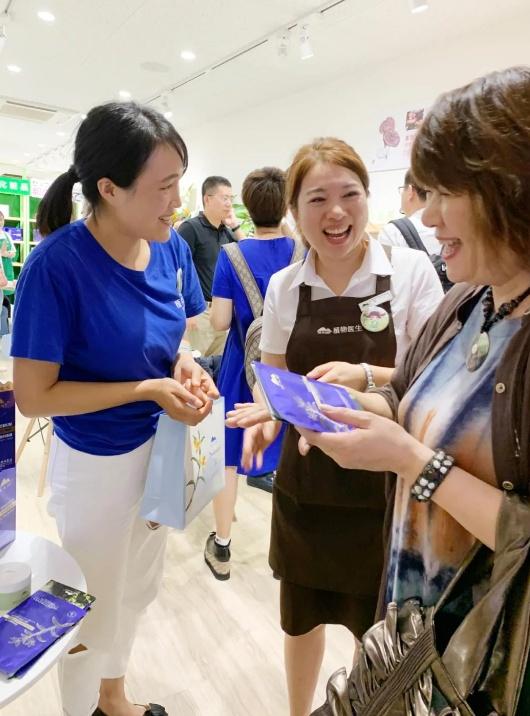"""让世界爱上中国化妆品 植物学家诠释中国的""""品质"""" 创造魅力"""