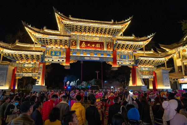 """彝人古镇""""归心中华""""云上团圆,60万人线上闹新春幸福不减"""