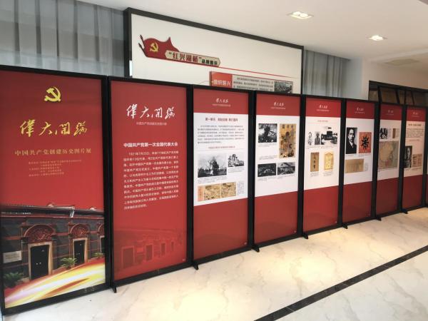 """临湖镇湖桥村启动""""伟大开端 创建历史图片展""""巡展"""