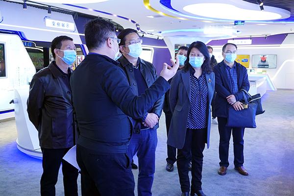 铜川市人民政府副市长白崇军一行参观威亚集团