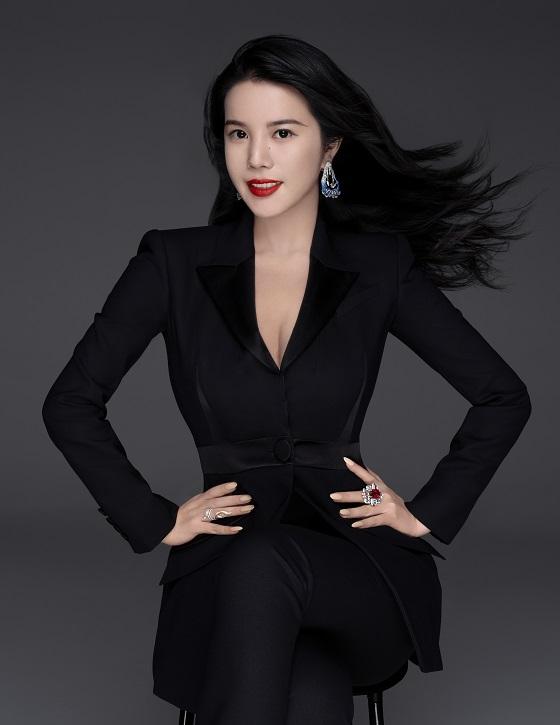 """《澳大利亚金融评论报》称余晚晚为""""时尚界最有影响力的女性"""""""