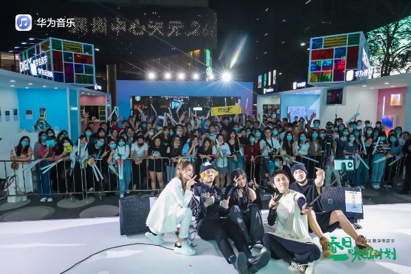 《华为音乐DIGIX Live扰乱乐团2021新首唱会》 火爆而唱 用摇滚唤醒春天的激情