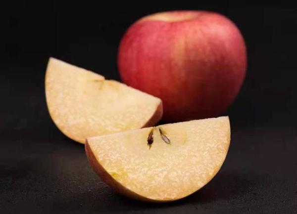 """新鲜水果聚集地 """"真快乐""""让你买得省心吃得放心"""