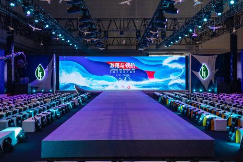 钟丽缇引领时尚潮流探索纤维跨界中国纤维时尚潮流2021/2022发布闪耀上海