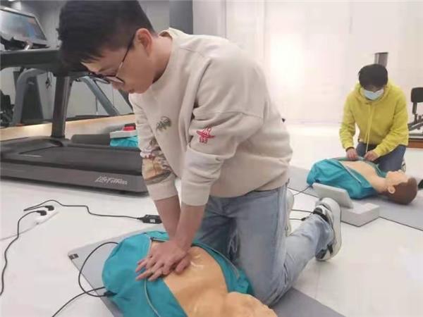 """""""AED""""普及任重道远 奥力来中国守护国人健康"""