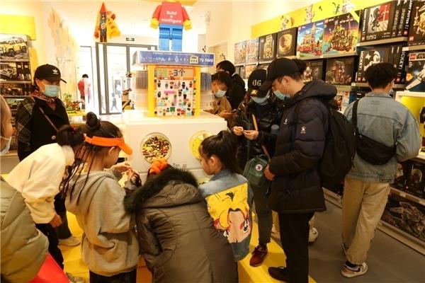 天津天河城乐高®授权专卖店举行开业庆祝仪式