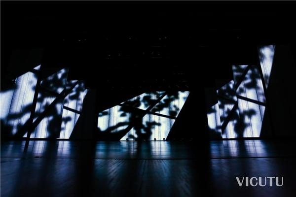 维库图2021AW新产品首秀演绎自然光影故事
