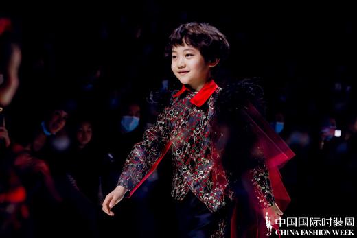 红鼓小爱•笑容魔法——AW2021中国国际时装周全新发布