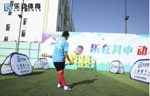 亲子足球课程开班,乐动体育让家长与孩子一同体验美好春光