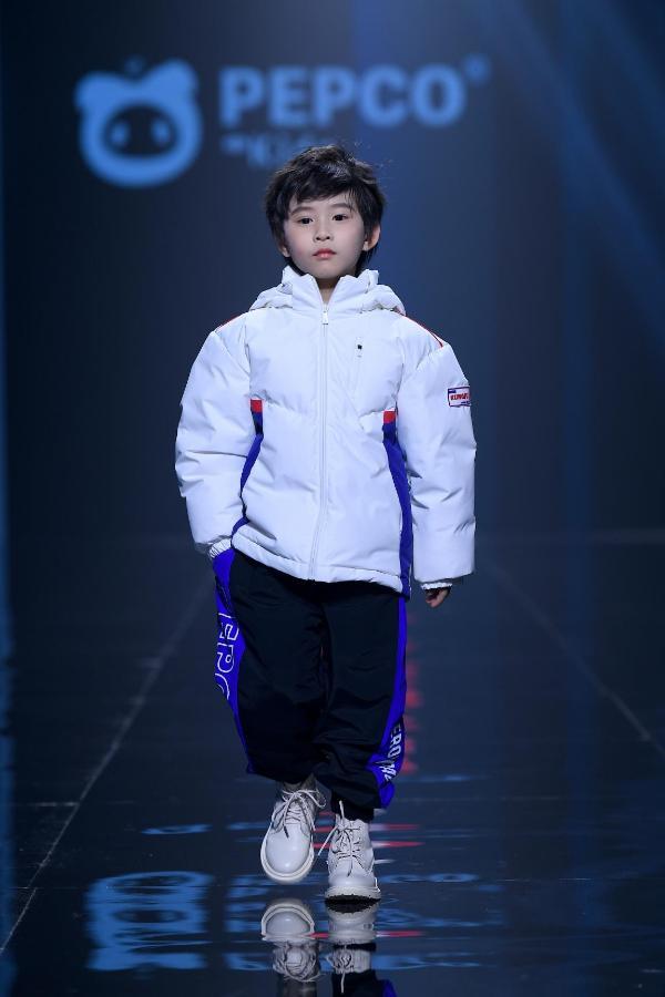 小猪班纳时尚发布会隆重开幕 品牌战略升级
