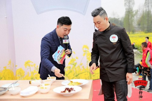 """油泼辣子惊艳亮相""""菜花节"""",金龙鱼外婆乡菜籽油守护中国传统风味"""