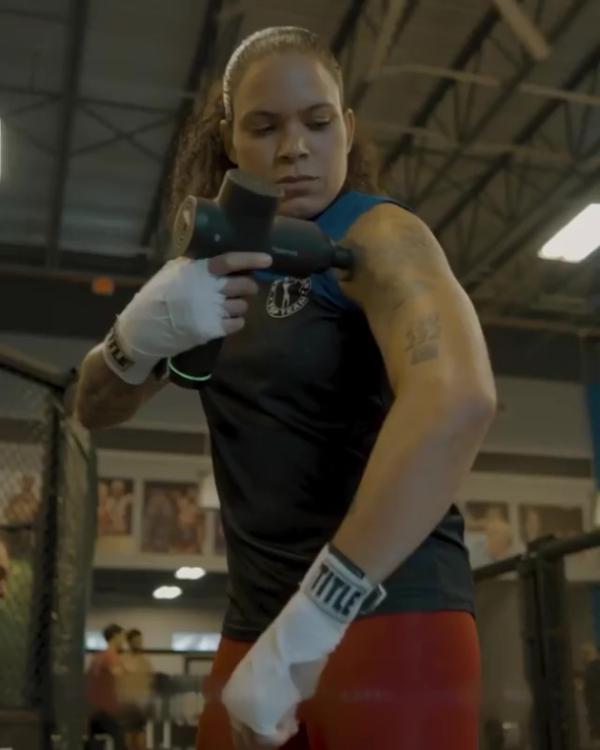 """UFC冠军""""母狮""""成为Hyperice(海博艾斯)筋膜枪格斗大使!"""