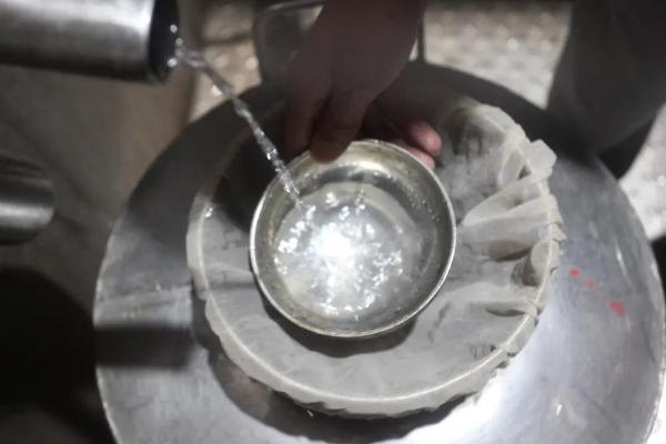坚守传统 匠心酿制 缔造黄金酱酒基酒高品质