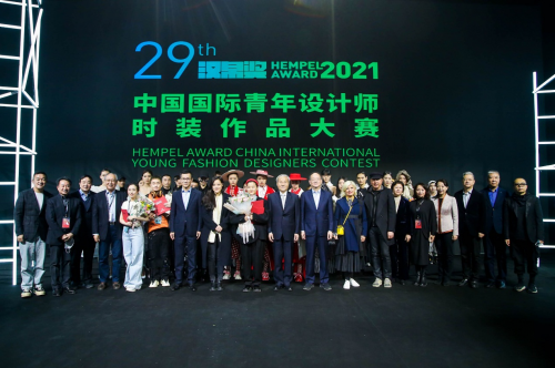 """潮越创意,编织时尚:""""汉帛奖""""第29届中国国际青年设计师作品大赛决赛完美收官"""
