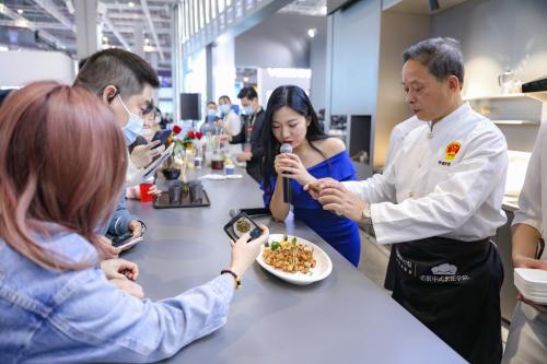 AI重新定义烹饪 老板电器首创行业首款图像识别蒸烤一体机