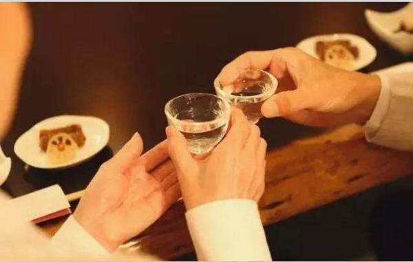 白酒也分酸碱?从根本上喝的健康,认准碱派金扶酒!