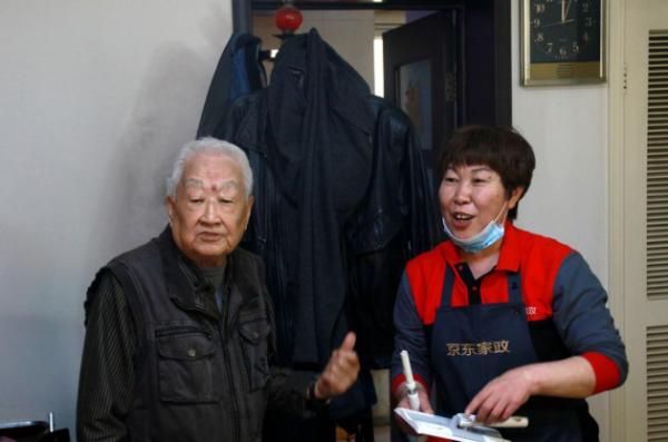 JD.COM家政学推出温泉行动 与社区合作 为独居老人提供免费清洁服务