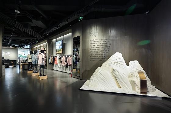 沈阳万象城始祖鸟全国首家商场阿尔法旗舰店正式开业