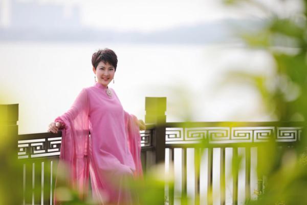 知名个人成长作家张德芬:女性成长第一步就是摆脱情感依赖