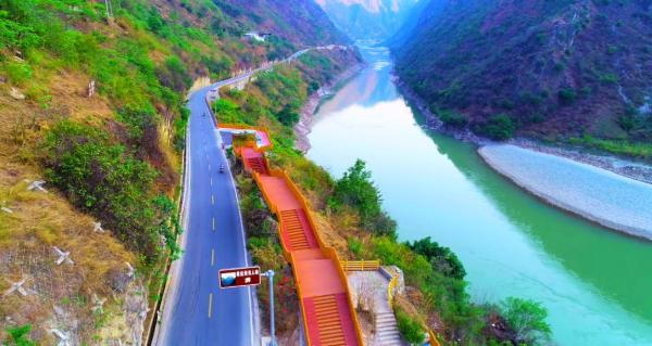 五一还没到,云南怒江的这条美丽公路先火了