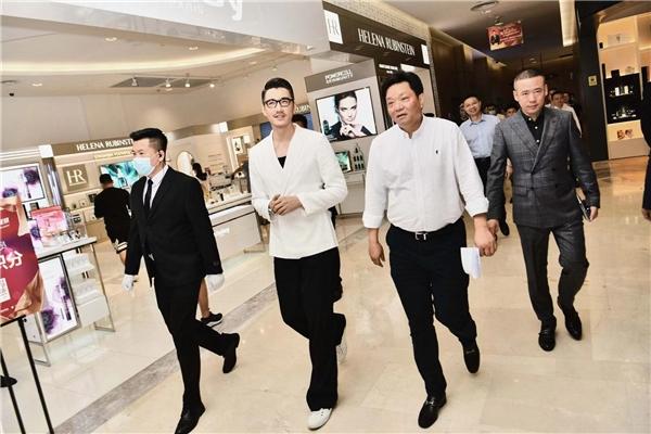中国自由和银河之星打造现场新曲目 航母上的自由朋友胡兵出现了