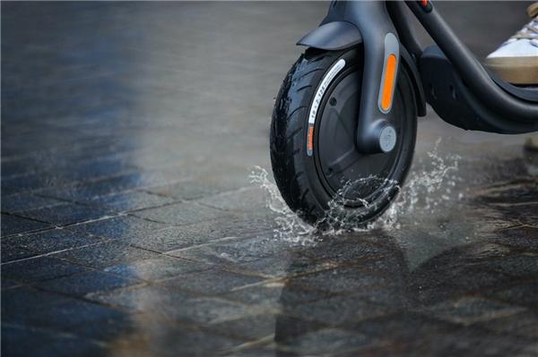 """""""大轮胎真好骑""""的九号电动滑板车F20首发"""