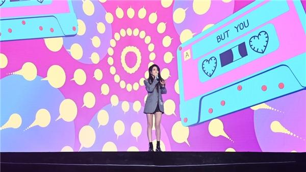 乃万NINEONE#获最受欢迎女音乐人 网易云音乐硬地围炉夜演绎《but U》