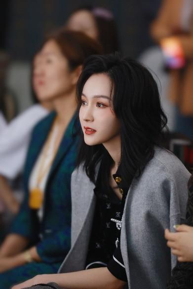 """王艺嘉投身""""心的光明""""公益项目 助力""""2021fashion idol""""大赛"""