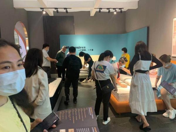 梦安思授权明星床垫定制 第47届中国(广州)家具展风光无限