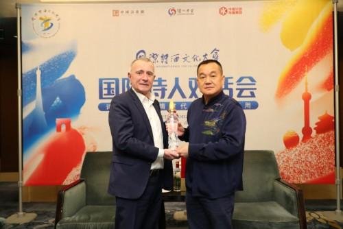 欧盟驻华大使郁白谈诗与酒:中国美酒激发诗歌灵感打开精神世界