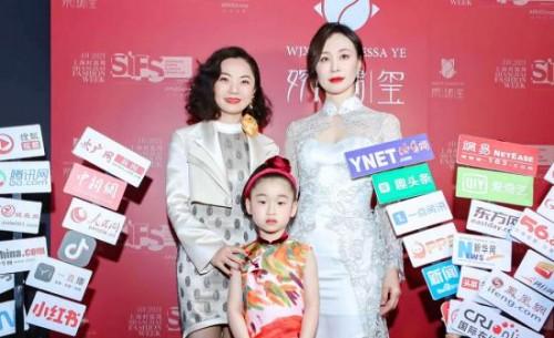 """黄福熙(小蛋面儿)再引热点  亚洲最小超模""""代言""""2021上海时装周"""