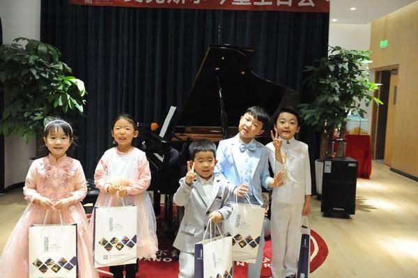 艾克斯尔·西安曲江中心举办琴童生日音乐会