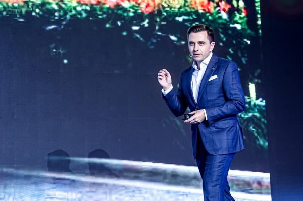 """以""""引力计划""""破局传统汽车经销模式 smart于沪举办新零售伙伴大会"""