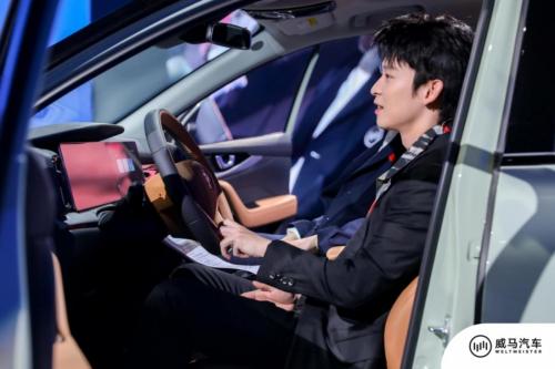 少年司机董子健+红毯女神钟楚曦齐亮相,畅谈威马智能科技