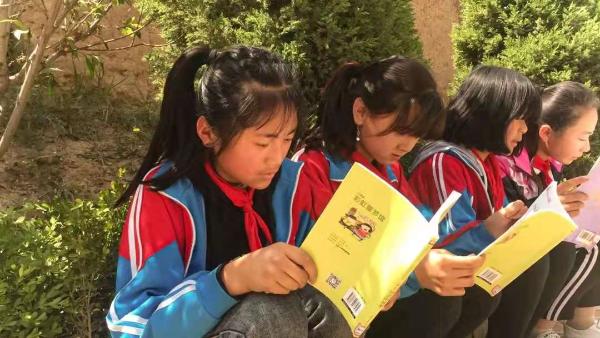 """1积分起捐,""""世界读书日""""招行信用卡为贫困儿童捐赠图书"""
