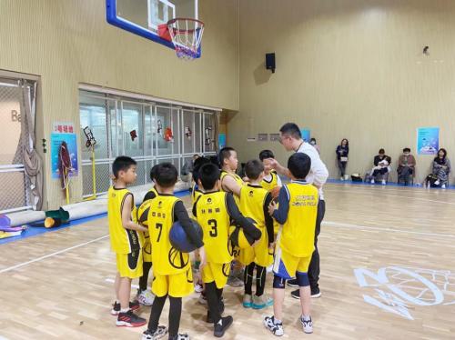 动因体育小学员为CBA决赛助力,参与过程比结果重要