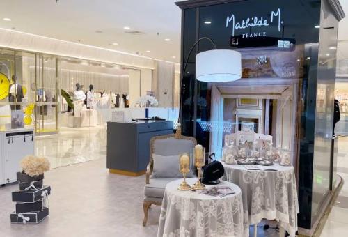 一边VR, 一边闻香!玛帝尔德新店开业,带你云游凡尔赛宫!