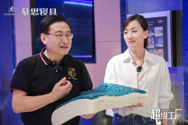 被央视网点名表扬,慕思超级工厂为何让名嘴陈伟鸿连连感叹?