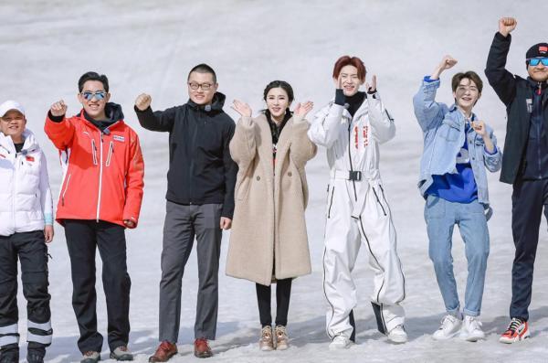 """伊丽媛接棒蔡徐坤 化身""""打工人"""" 继续揭秘冬奥场馆"""