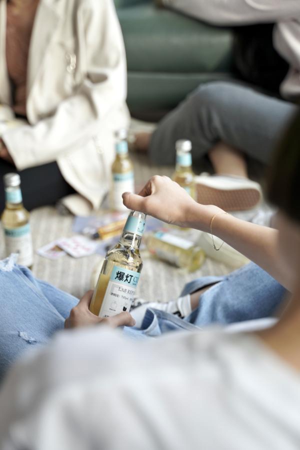 """""""低度潮饮""""酒文化的引领者——酒分之一实现全宇宙青年喝酒自由"""