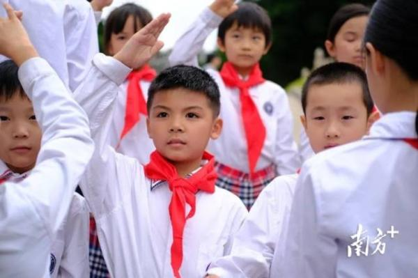 广州黄忠管理的两所中小学在清明开展红色教育主题活动